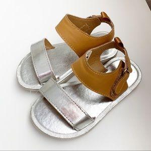 Oshkosh size 7t sandals